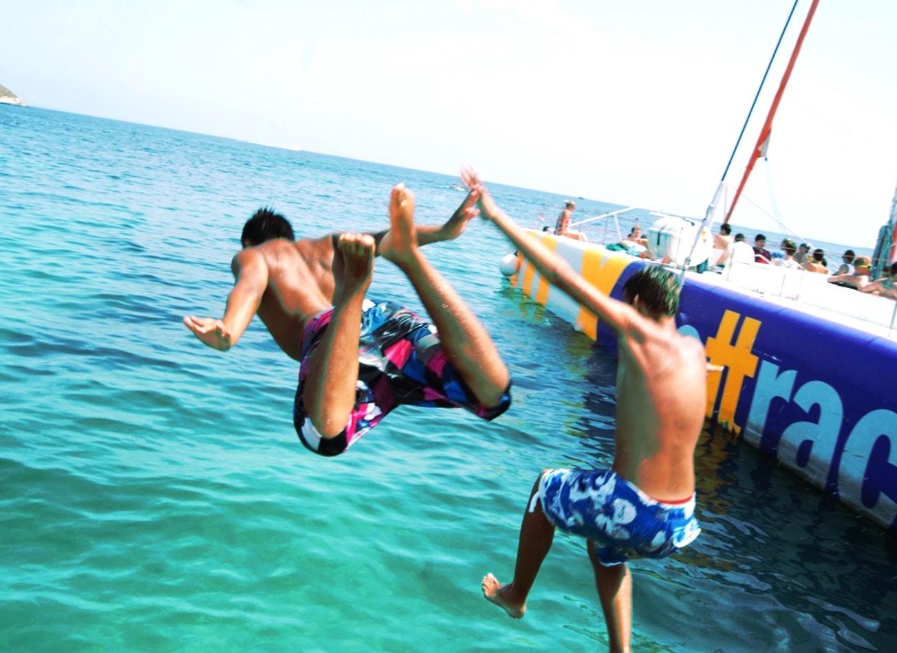 catamaran party à barcelone boat barcelone activités