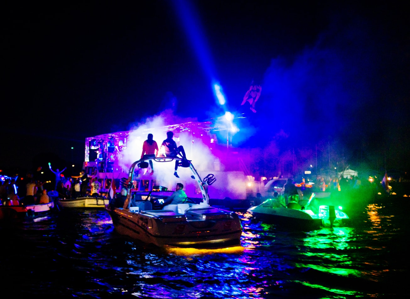 catamaran party by night fete boat activites montpellier