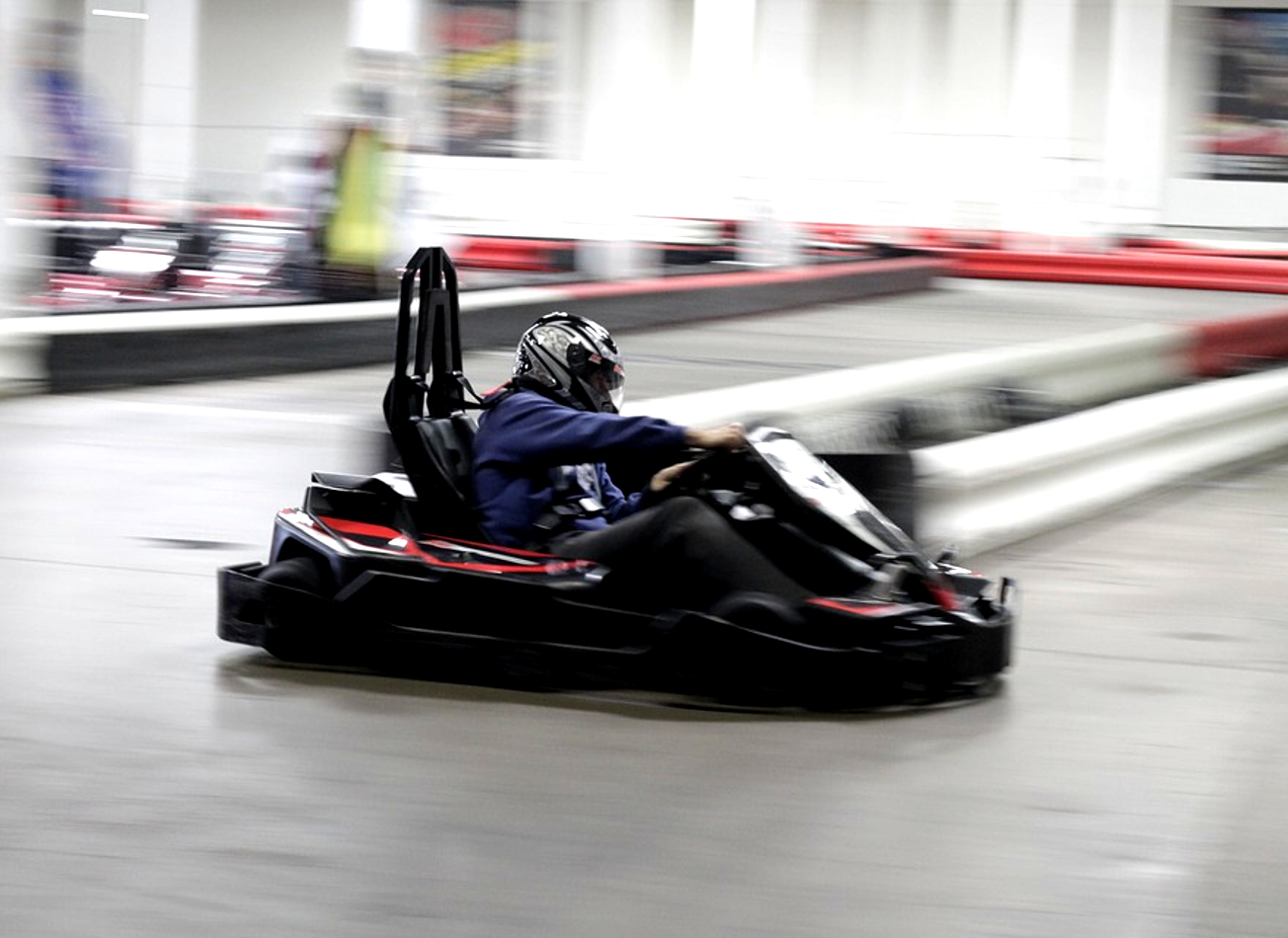 karting indoor interieur cologne activites vimigo