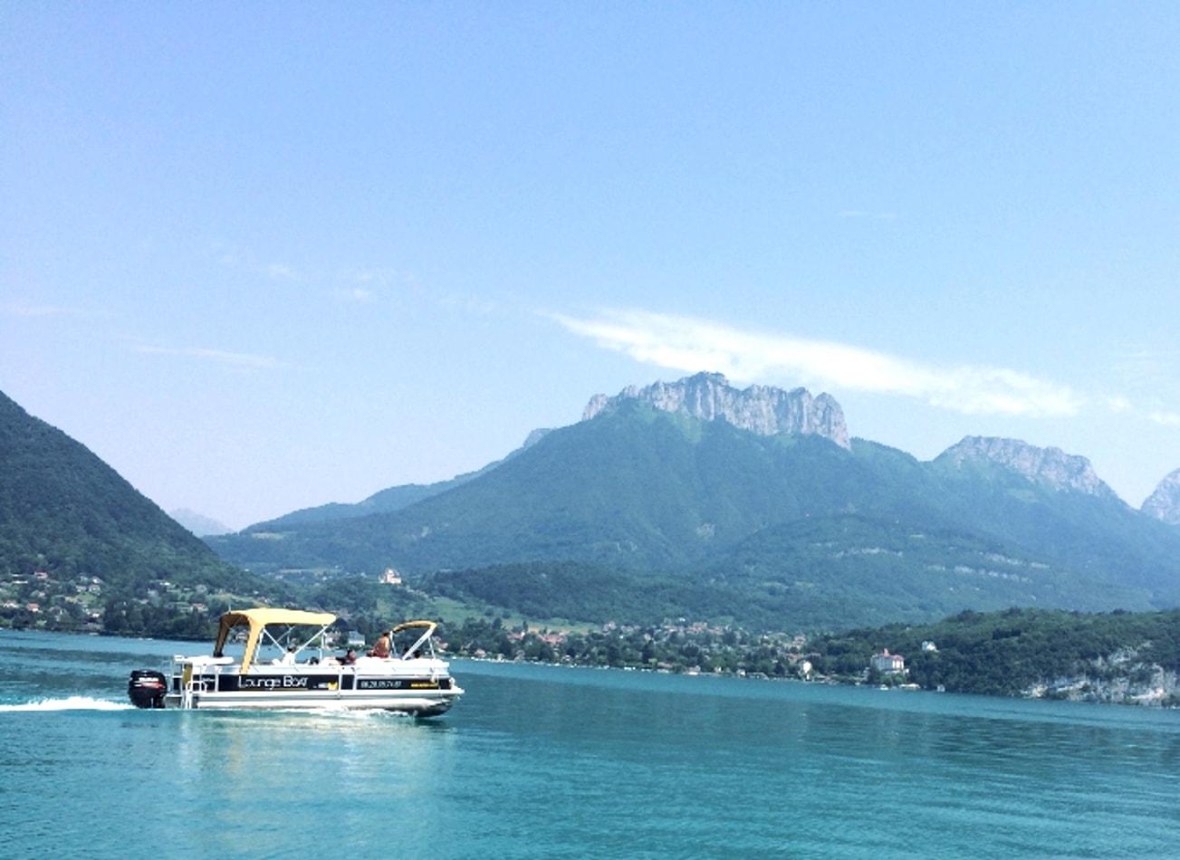 croisière apéritif sur le lac bateau catamaran annecy activites vimigo