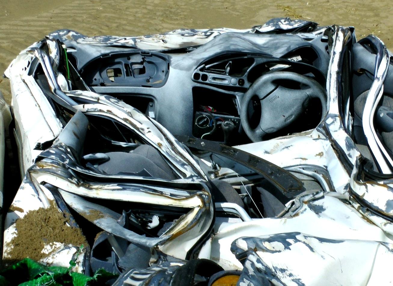 destruction voiture car smash à budapest activites vimigo