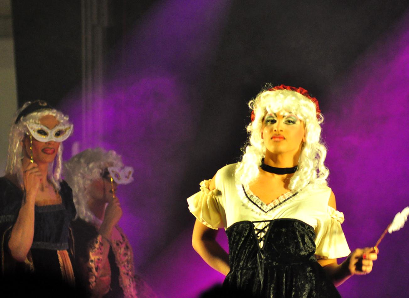 dîner avec spectacle de drag queen amsterdam activites vimigo