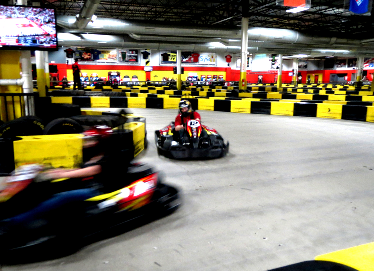 sessions de karting à bruxelles indoor interieur activites vimigo