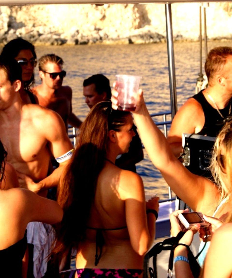 catamaran party boat open bar albufeira activites vimigo