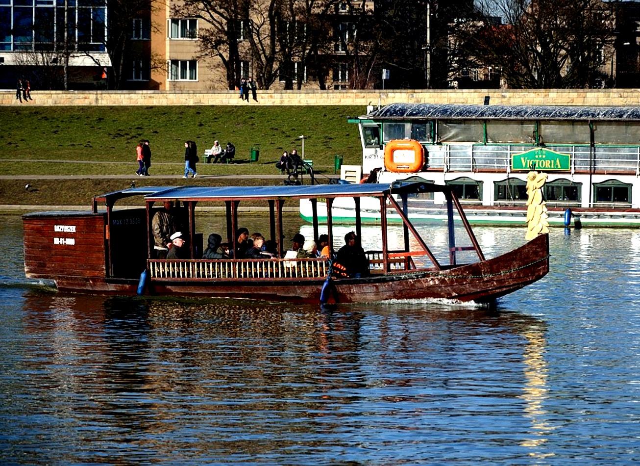 croisière apéritif bateau privatise sur le fleuve cracovie activites vimigo