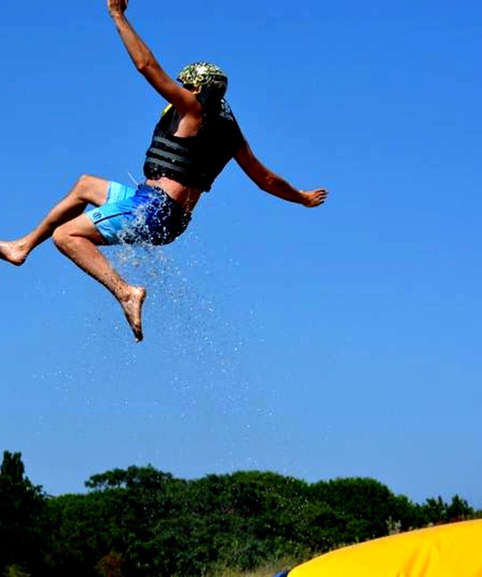 water jump saut bouée montpellier activites vimigo